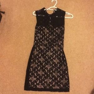 Dresses & Skirts - Lacey button up dress